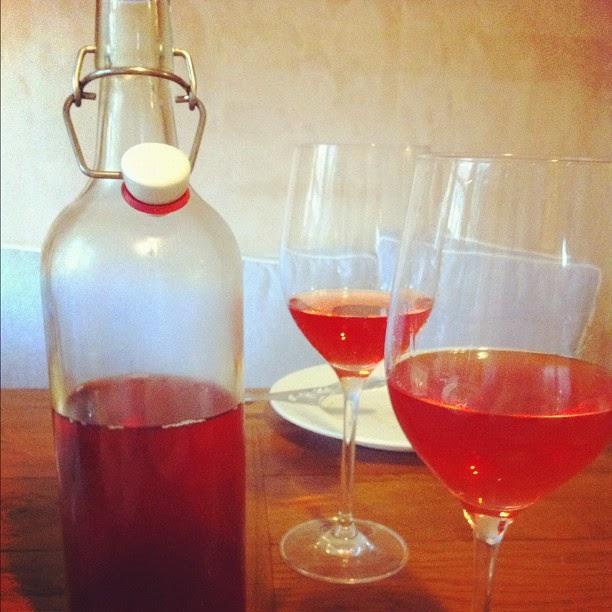 Rose-Wine-Lobster